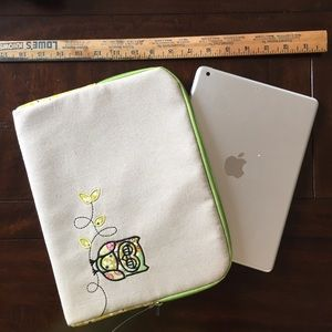Handbags - NWOT Tablet or cosmetic bag case owl